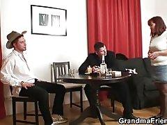 Gaża poker twassal għal threesome antik